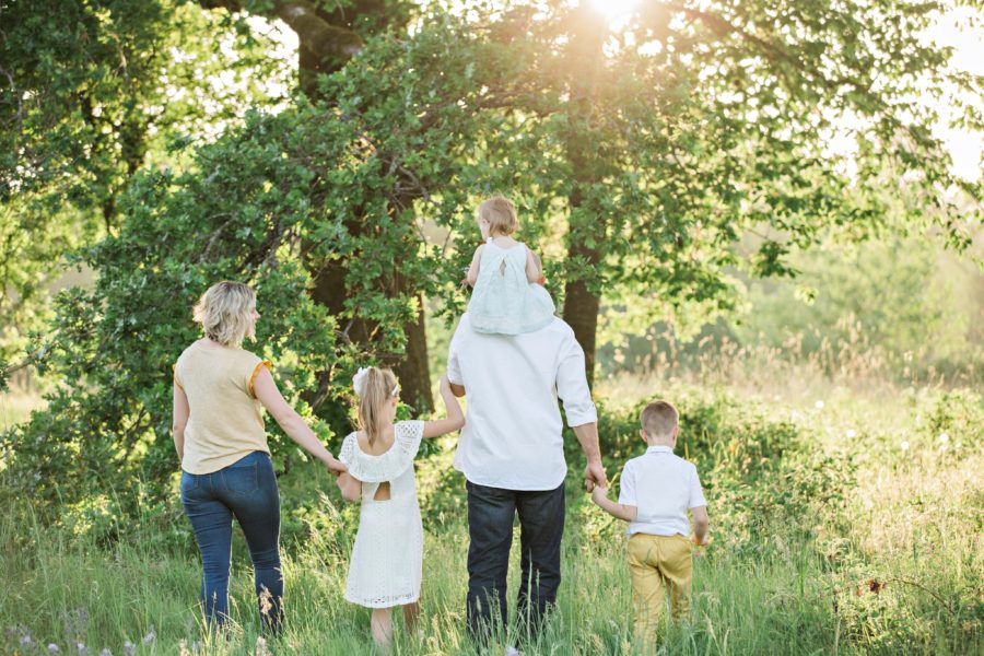 Familie (Symbolbild: Irina Murza, unsplash.com)